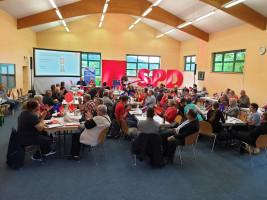 Vertreter aus den SPD-Ortsvereinen in den Landkreisgemeinden kamen für den Parteitag in der Mömbriser TTC-Halle zusammen