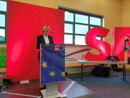 Martina Fehlner berichtete aus dem Landtag und musste feststellen, dass das Verhalten der Rechtspopulisten im Parlament schädlich für das demokratische Miteinander ist