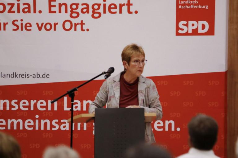 Anita Peffgen-Dreikorn beim Kreisparteitag am 02.10.2020 (Foto: Roland Leitz)