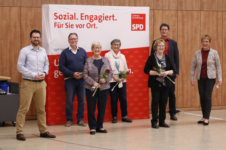 V.l.n.r.: Simon Dümig, Heidrun Schmitt, Gerd Aulenbach, Karin Fassler, Karin Nees, Wolfgang Jehn, Anita Peffgen-Dreikorn (Foto: Roland Leitz)