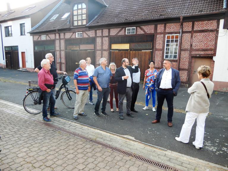 Ortsbegehung der SPD im Landkreis Aschaffenburg um das vom Krankenhauszweckverband erworbene Nachbargrundstück am Standort Alzenau-Wasserlos mit dem vorhandenen Gebäudebestand zu besichtigen.